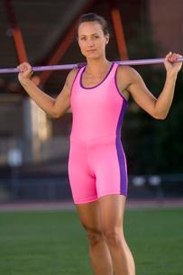 athlete holding pole vault barの写真素材 [FYI01988417]