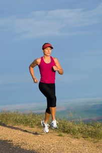 Woman jogging on roadsideの写真素材 [FYI01988484]