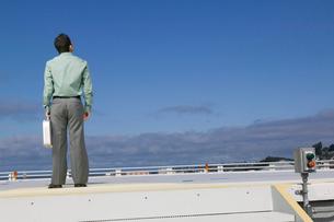 man standing helicopter landing padの写真素材 [FYI01988622]