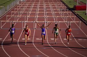 female athlete winning hurdle raceの写真素材 [FYI01988661]