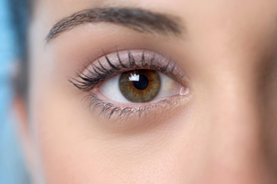 Close up of woman s eyeの写真素材 [FYI01988732]