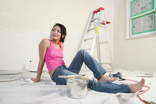 Woman resting in unfinished roomの写真素材 [FYI01988993]