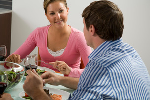 Couple eating dinnerの写真素材 [FYI01989109]