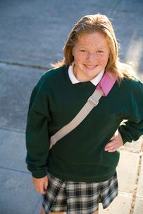 Schoolgirl smilingの写真素材 [FYI01989166]