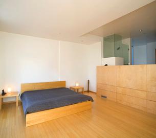 Minimalist bedroomの写真素材 [FYI01989253]
