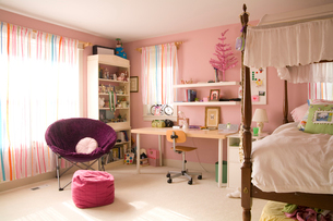 Girl's pink bedroomの写真素材 [FYI01989370]