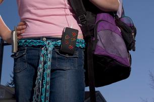 Teenage girl with backpackの写真素材 [FYI01989397]