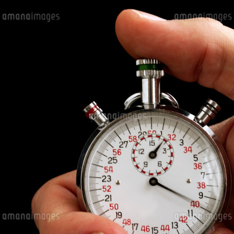 Man holding stopwatchの写真素材 [FYI01989455]