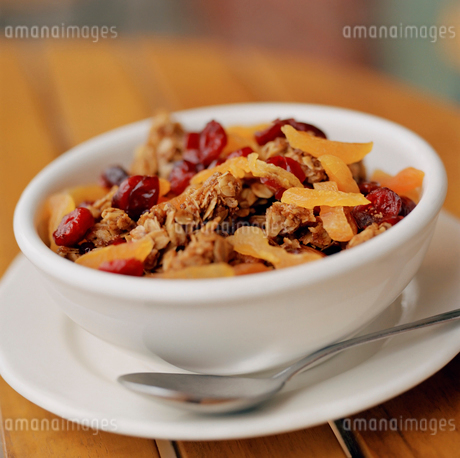 Bowl of granola with spoonの写真素材 [FYI01989470]