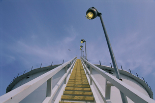 Staircase at an oil refineryの写真素材 [FYI01989505]