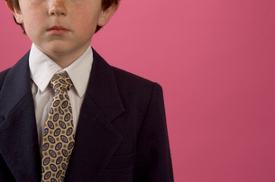 Young boy in business suitの写真素材 [FYI01989579]