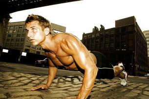 Man doing push-upsの写真素材 [FYI01989642]