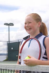 Young girl playing tennisの写真素材 [FYI01989652]