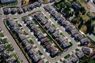 Aerial view of housing developmentの写真素材 [FYI01989776]