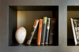 Books on shelfの写真素材 [FYI01990080]