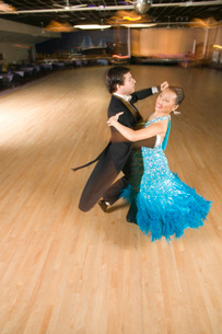 Professional dancers practicing ballroomの写真素材 [FYI01990420]