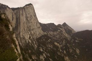 Scenic view of Hua Shan mountainの写真素材 [FYI01990617]