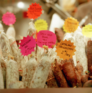Sausage for sale at meat marketの写真素材 [FYI01990633]