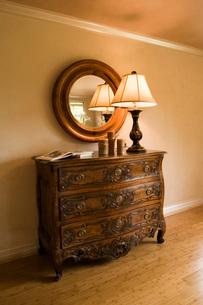 Ornate Wood Dresser with Lampの写真素材 [FYI01990644]