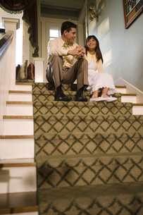 Father talking to daughter on staircaseの写真素材 [FYI01990716]