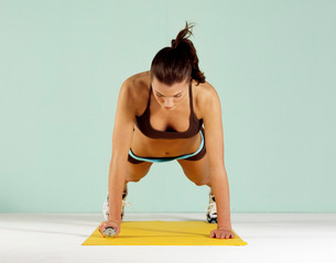 Woman lifting weightsの写真素材 [FYI01990739]