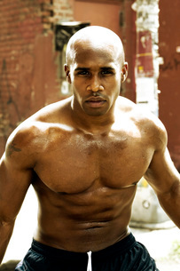 Young African man sweatingの写真素材 [FYI01990826]