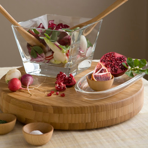 Salad bowl and ingredientsの写真素材 [FYI01990869]