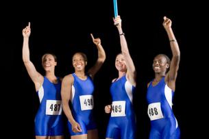 Female athletes celebratingの写真素材 [FYI01991132]