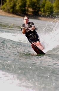 Man slalom waterskiingの写真素材 [FYI01991180]
