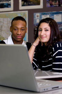 Two teenagers in classroom with laptopの写真素材 [FYI01991260]