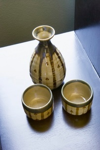 Clay vase and cupsの写真素材 [FYI01991435]