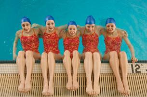 Synchronized swim team practicingの写真素材 [FYI01991547]