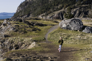 Girl jogging on trail along cliffの写真素材 [FYI01991573]