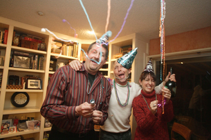 Friends celebrating at a partyの写真素材 [FYI01991583]