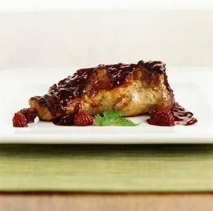 Pork tenerloin with blackberry sauceの写真素材 [FYI01991712]