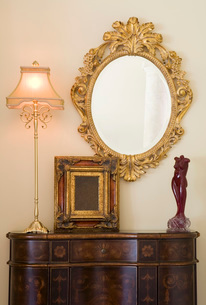 Elegant Dresser with Oval Mirrorの写真素材 [FYI01991758]