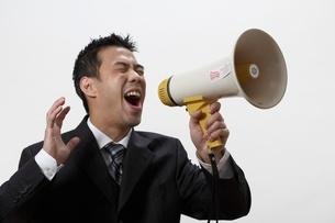Businessman using bullhornの写真素材 [FYI01991972]