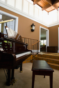 Grand Piano in Large Living Roomの写真素材 [FYI01991975]