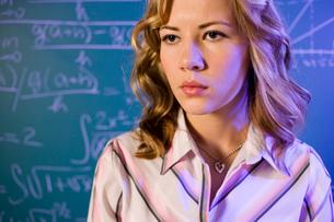 teacher and equation on the blackboardの写真素材 [FYI01991983]