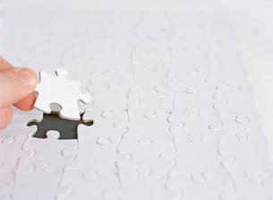 Last piece of blank puzzleの写真素材 [FYI01992117]
