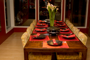 Table set for dinnerの写真素材 [FYI01992314]