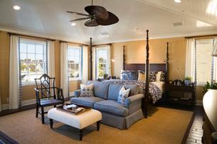 Large Elegant Master Bedroomの写真素材 [FYI01992637]