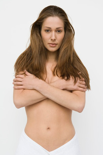 Nude woman covering her breastsの写真素材 [FYI01992719]