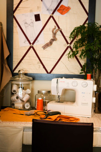 Sewing Machine in Clothes Making Shopの写真素材 [FYI01992740]