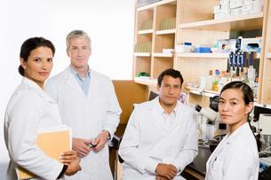 scientists in laboratoryの写真素材 [FYI01992791]