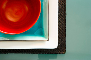 Colorful Table Setting in Blue and Redの写真素材 [FYI01992833]