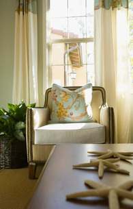 Beach Style Armchair with Sea Starsの写真素材 [FYI01992910]