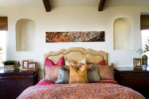 Detail of Bed in Master Bedroomの写真素材 [FYI01992979]