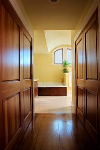 Hallway to Master Bathroomの写真素材 [FYI01993097]