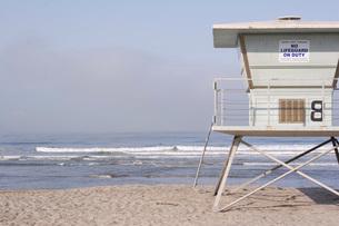 Lifeguard hut on beachの写真素材 [FYI01993264]